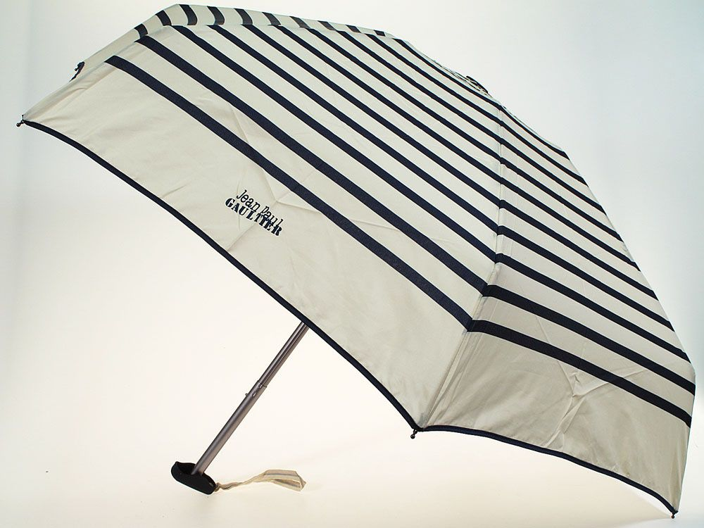 Qualité supérieure 9f33f 202e0 Parapluie Jean Paul Gaultier comme accessoire de mode